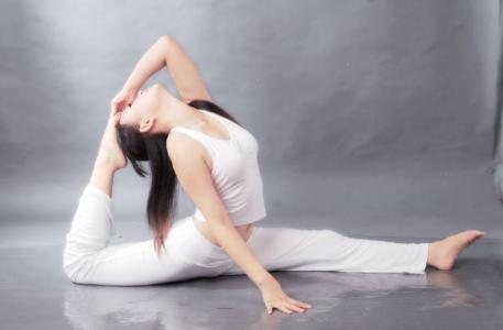 腰部减肥的瑜伽动作
